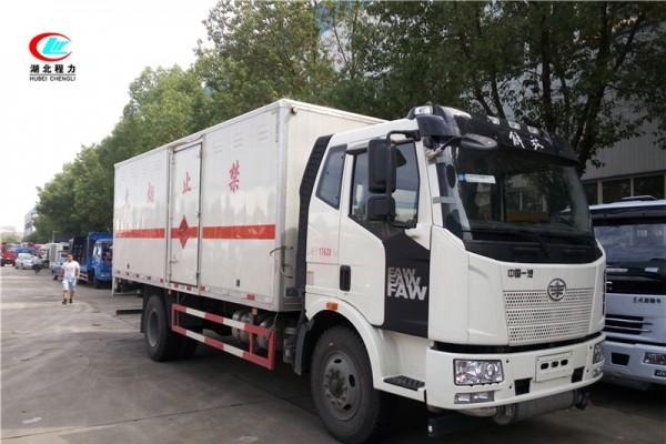解放6.2米易燃液体厢式运输车【三类】
