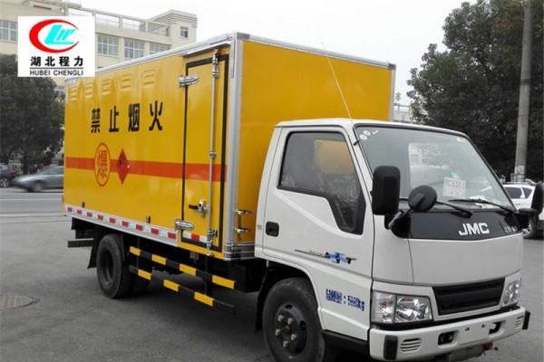 江铃4.2米杂项危险物品厢式运输车【九类】